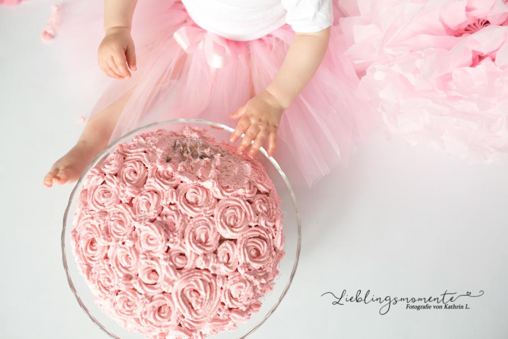 Cake-Smash_ratingen-duesseldor-heiligenhaus_essen_badeshooting_konfetti_fotograf (16)